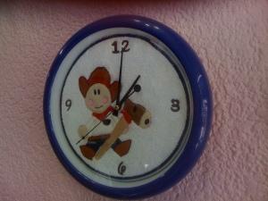 Reloj con carátula bordada